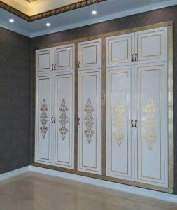 کمد دیواری و کابینت سفید طلایی