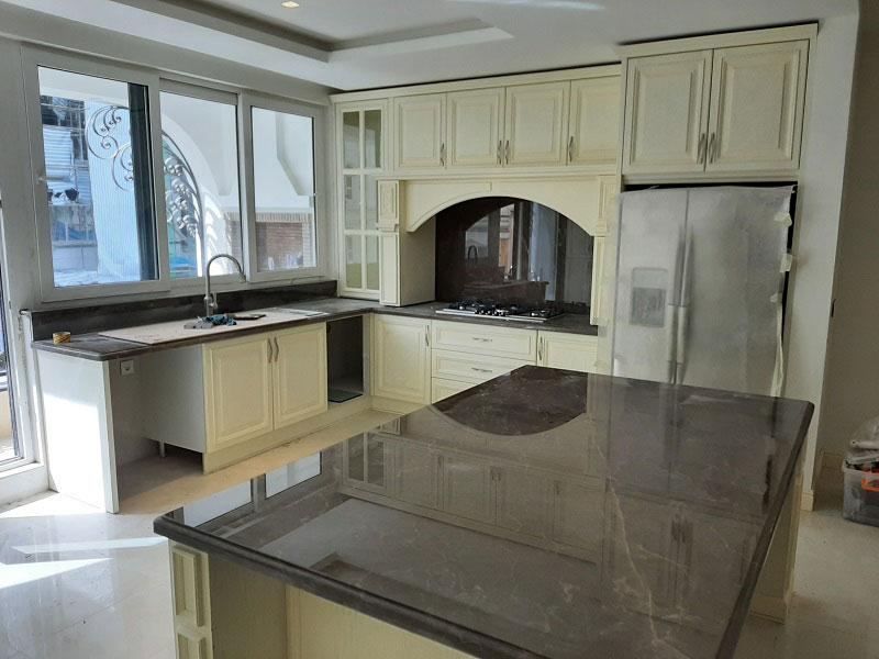 کابینت آشپزخانه ترکیب چوب و سنگ