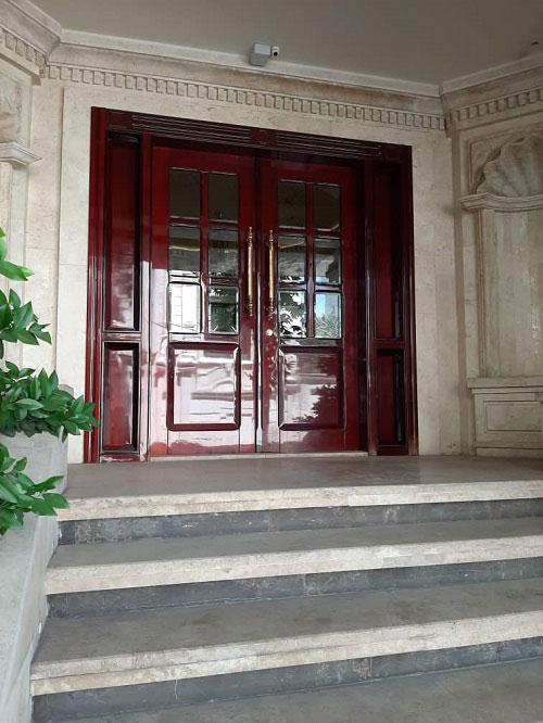 درب لابی با رنگ پلی استر براق